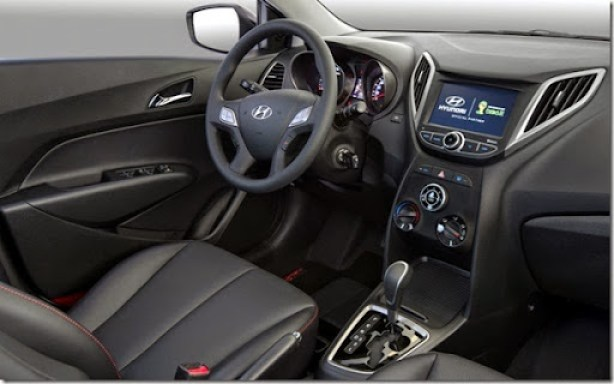 Hyundai-HB20-2014-automatico-Copa-do-Mundo-Fifa-Brasil-interior-painel-blueMediaTV