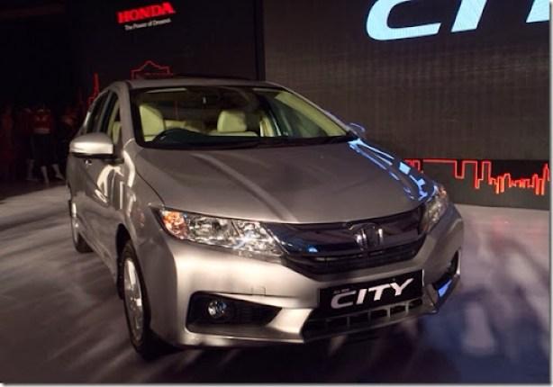 New-Honda-City-front-three-quarters-launch-live-image