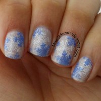 MixedMama: Blue and White Snowflake Nails
