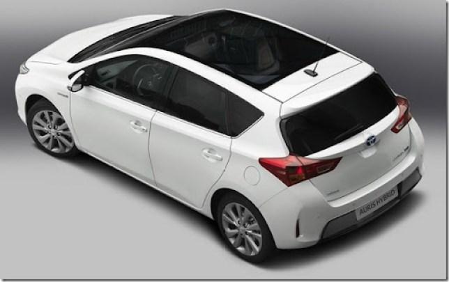 2013-Toyota-Auris-Hybrid-8[2]