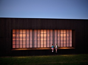 casa de madera con fachadas modernas