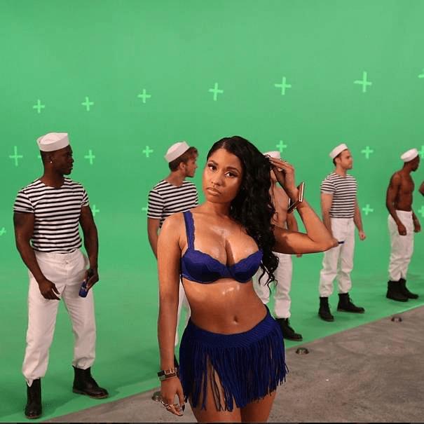 Nicki minaj looks sexy in blue | oshokay's blog