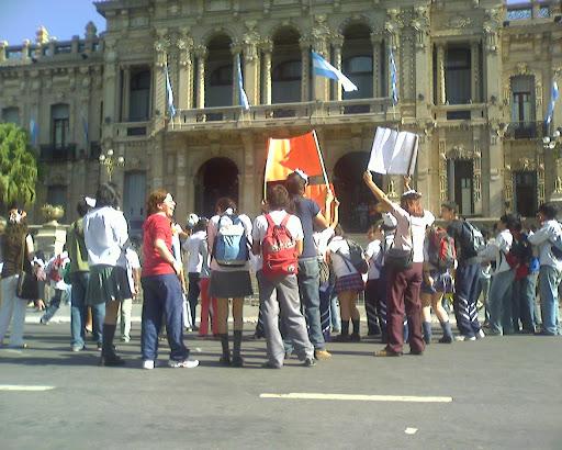 Manifestantes frente a Casa de Gobienro