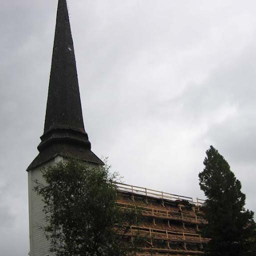 Het houten kerkje van Tornio in de wind; noteer het raampje in de torenspits.