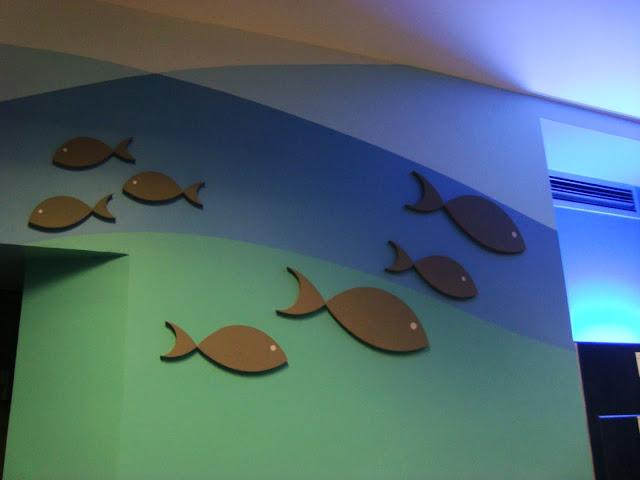 Sala Mokra - ryby na ścianach