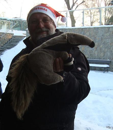 Dyrektor wrocławskiego zoo, Pan Radosław Ratajszczak i symbol naszej strony - mrówkojad Tadzik