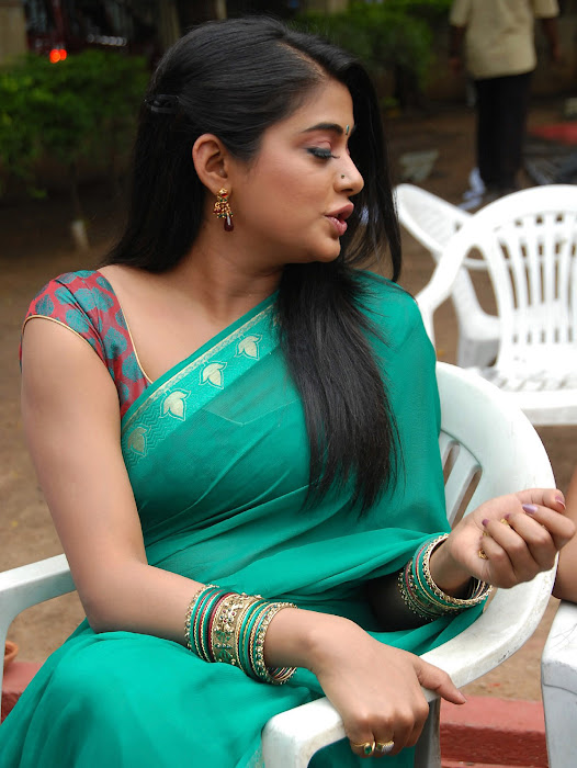 priyamani wearing green saree high quality actress pics