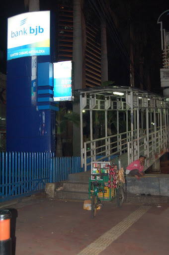 Jakarta - Rich versus Poor: A bank next to a street merchant.