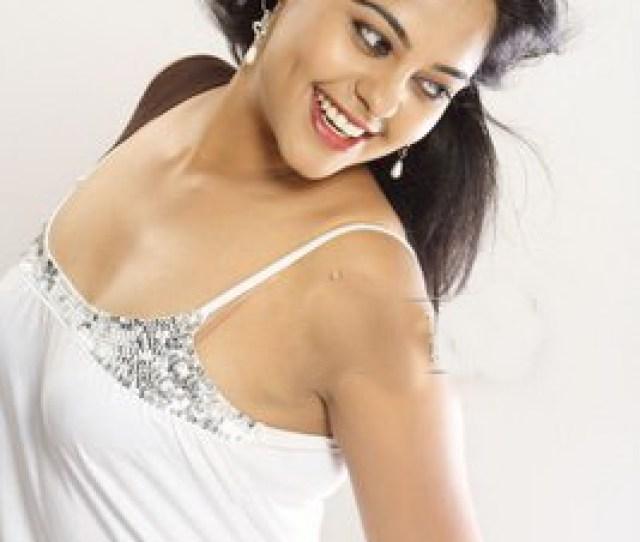 Bindu Madhavi Hot Images