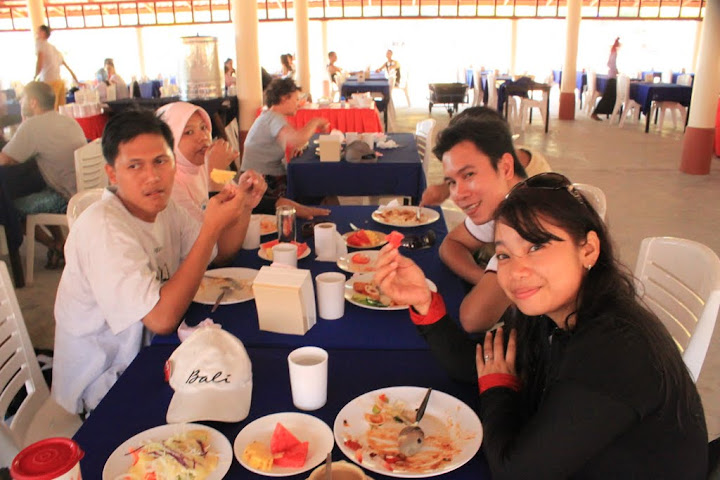 Makan Siang di Phi-Phi Don