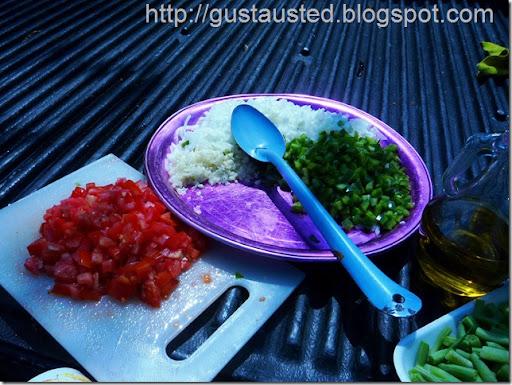 Ingredientes del sofrito: Cebolla, ajo y pimiento verde picados