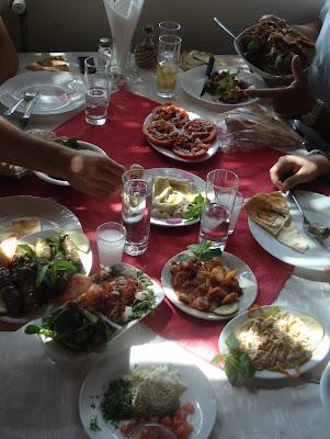 Seria millor que alguns es dediquessin a gaudir dels àpats libanesos!