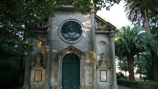 Ermita en los Jardines del Palacio de Cristal