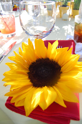 Yellow and red - perfect colors for an outdoor wedding.