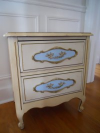 Decorating Addiction: Shabby Chic Nightstand