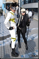 Lady-Gaga-Japanese-Fans-2010-04-18-013-P7316-600x903