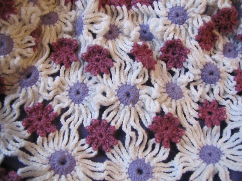 Gentuta crosetata cu floricele lila