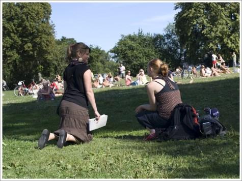 Två söta SVT-tjejer var lika förvirrade som vi. Var är de?