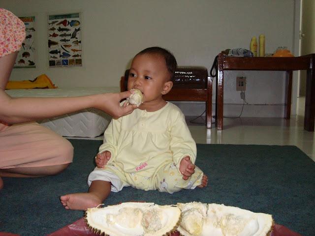 Nadine Makan Durian