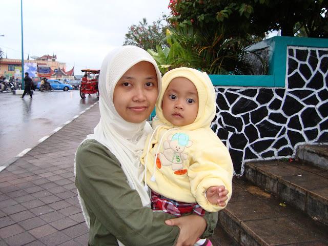 Nadine & Mama di Bukittinggi