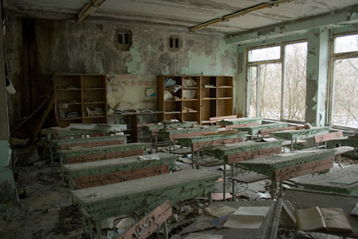 https://i0.wp.com/lh6.ggpht.com/_dlkAw43cLC0/ScynEPrNBkI/AAAAAAAAEFw/wO5yO3zT--0/Chernobyl-Today-A-Creepy-Story-told-in-Pictures-school6.jpg