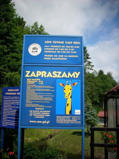 Tablica informacyjna przy wejściu