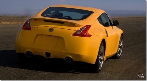 2009-Nissan-370Z-Yellow-Rear-Angle-1280x960
