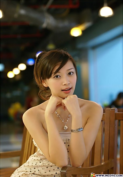 gadis bugil payudara montok