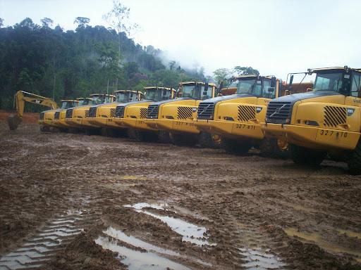 Maquinaria pesada para entrar al Bosque Protector de Palo Seco y Reserva de la Biosfera