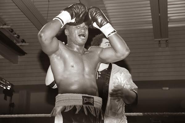 Yves Ngabu wint met KO