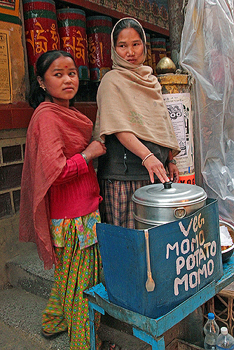 dharamasala street food, dharamsala restaurants, what to eat in dharamsala, tibetan momos, cooking class tibetan food, tibetan cuisine, dharamsala food