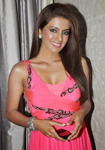 Geeta Basra Measurement