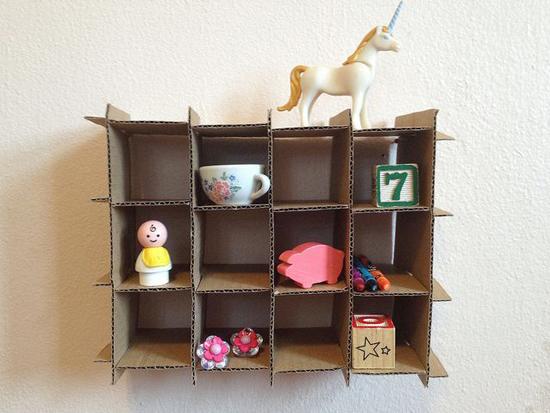 Una estanter a de cart n para los ni os - Estanteria para ninos ...