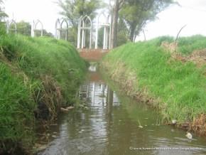 Vallado con aguas del cementerio Jardines del Recuerdo
