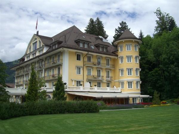 vue extérieure grand hotel bellevue gstaad