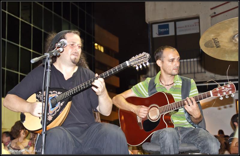 Греки в Тель Авиве в белую ночь