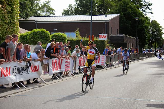 Jens Vandenbogaerde wint de 44e Grote Ommegangprijs wielrennen in Beveren-Roeselare