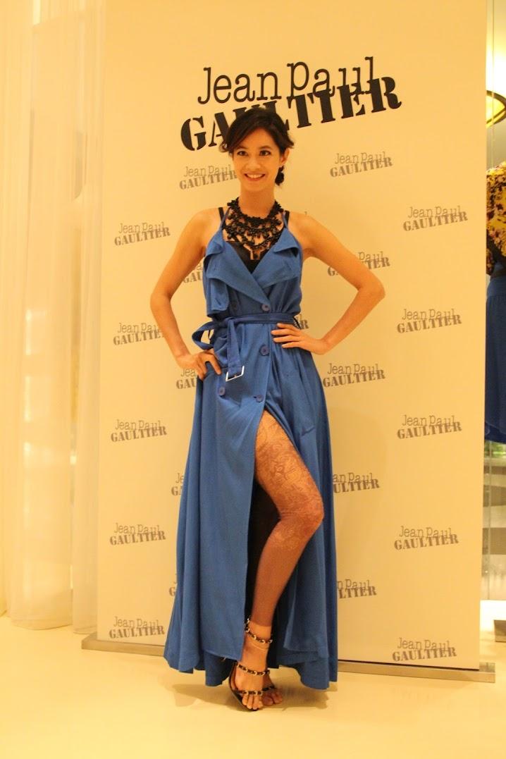 *BELLAVITA 2013春夏聯合新品發表會:Janet 一襲低胸寶藍洋裝「漫步春天」 1