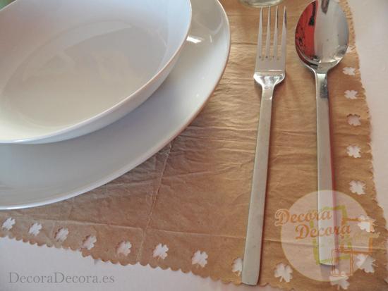 Hacer manteles de papel para decorar fiestas.