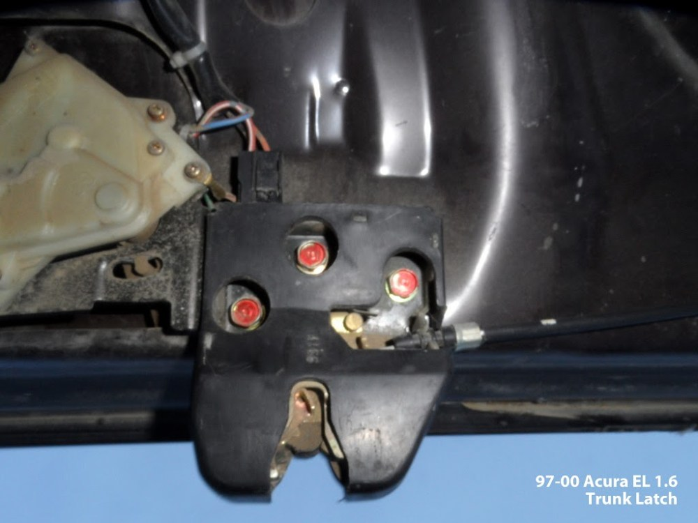 medium resolution of pics as requested of acura el 1 6 trunk latch vehicle was a year 1999 or 2000