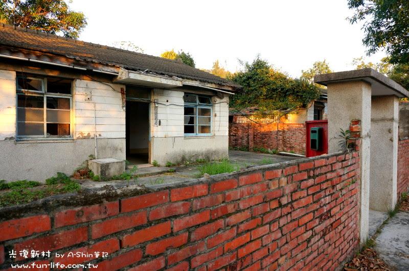 光線打在光復新村的舊宅上,好好看~~