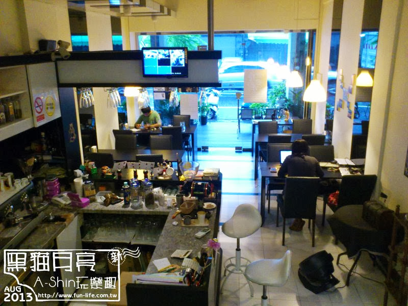 台中咖啡館-黑貓月亮咖啡館