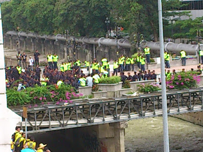 A lot of police on the bridge