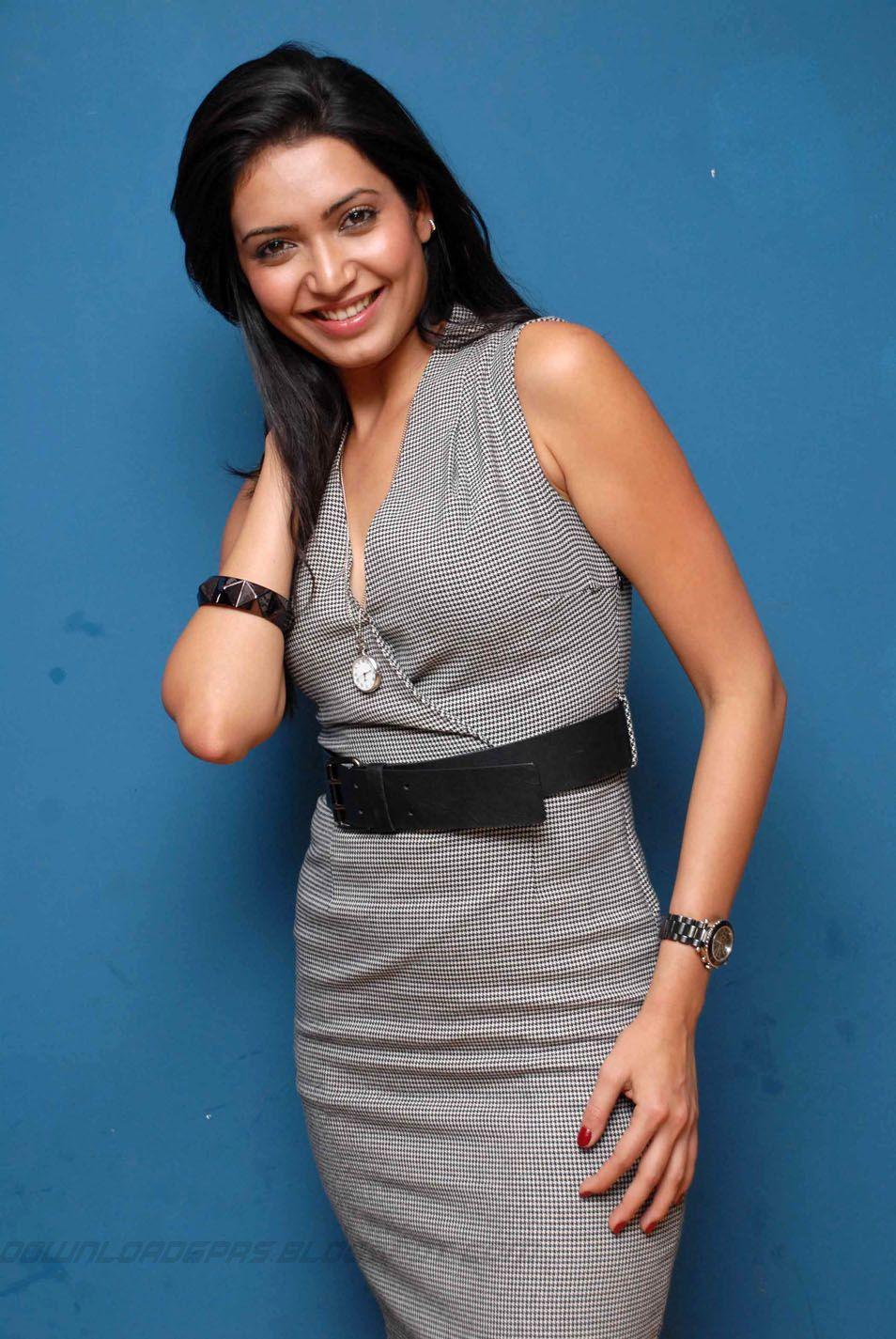 John Abraham Hd Wallpapers Force 2 Actress Karishma Tanna Latest Hot Photogallery Thuppaki