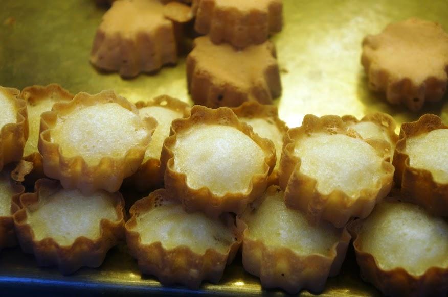宜蘭美食推薦-羅東夜市特殊造型的【平胸妹的脆皮雞蛋糕】