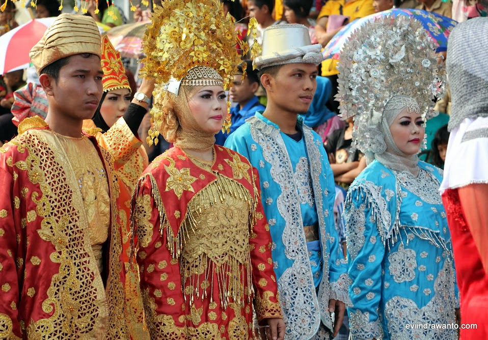 Baju pengantin Minang Festival Budaya di Tanggamus