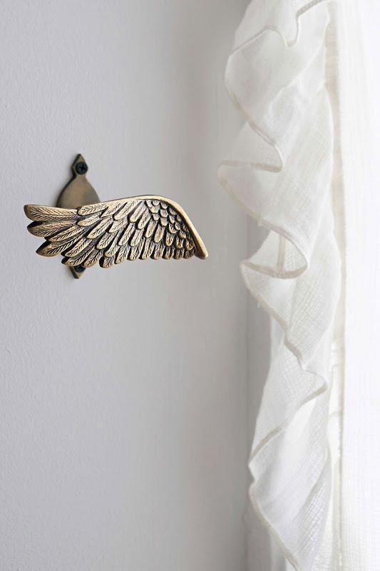 Alzapaños con forma de ala
