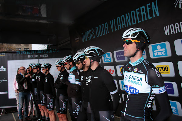 Omega Pharma Quickstep Cycling team tijdens de ploegvoorstelling op de Grote Markt van Roeselare