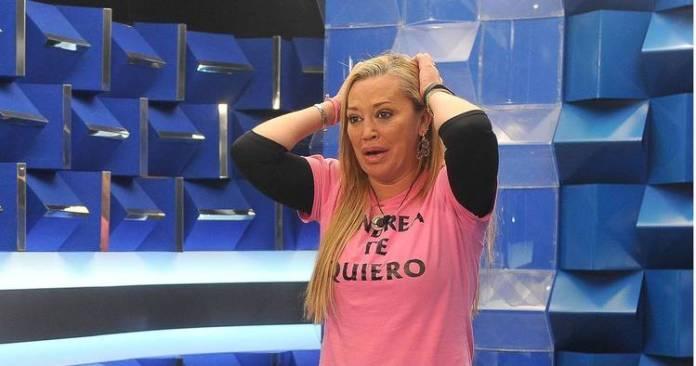 Belén Esteban con la camiseta de Andrea te quiero