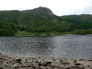 Dropping down to the edge of Thirlmere ... Raven Crag can be seen on the other side.